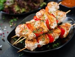 news365_food_chicken-skewers